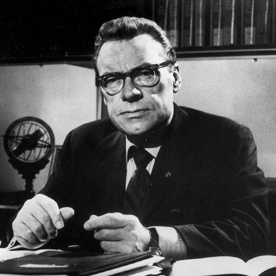 >Earl Nightingale